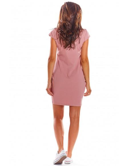 Dzianinowa sukienka z krótkim rękawem - różowa