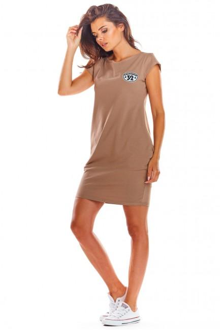 Dzianinowa sukienka z krótkim rękawem - beżowa