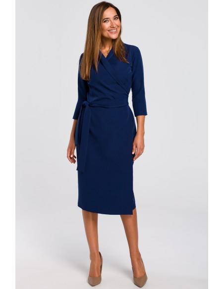 Kopertowa sukienka z paskiem w talii - granatowa