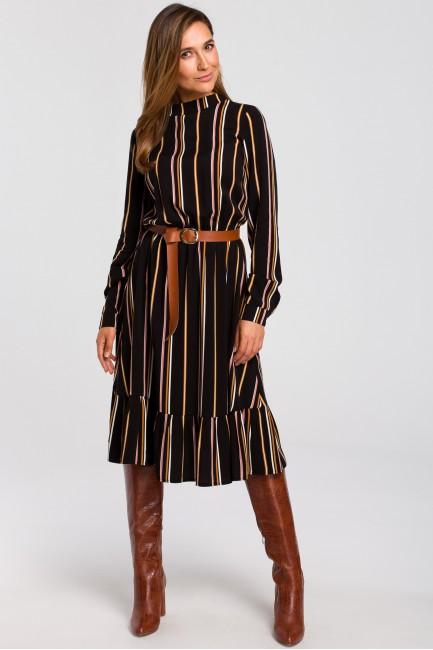 Odcinana sukienka w prążek z paskiem - model 1