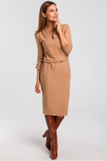Sukienka dzianinowa z dekoltem - cappuccino