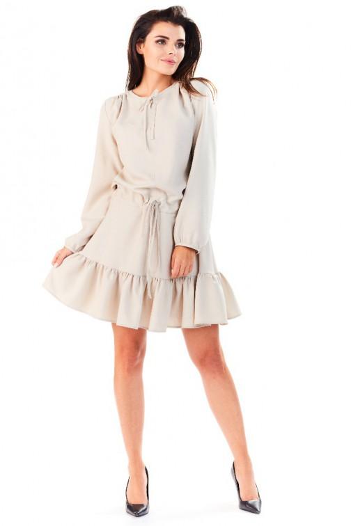 CM3285 Wygodna sukienka z długim rękawem i falbanką - beżowa
