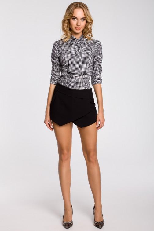 Krótkie spodenki z zakładką z przodu imitującą spódnicę - czarne