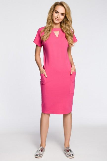 Ołówkowa sukienka z ozdobną stójką - fuksja