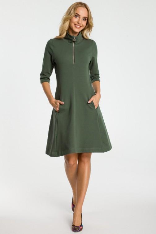 CM3314 Sukienka ze stójką i zamkiem - militarno zielona