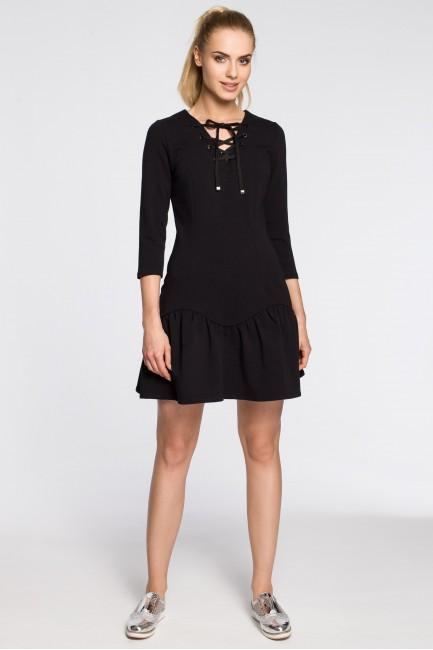 Dopasowana sukienka z nowoczesnym dekoltem - czarna