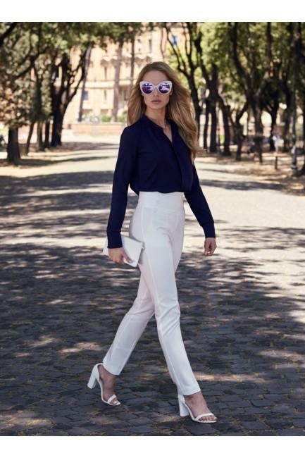 Klasyczne taliowane spodnie z ozdobnymi guzikami - ecru