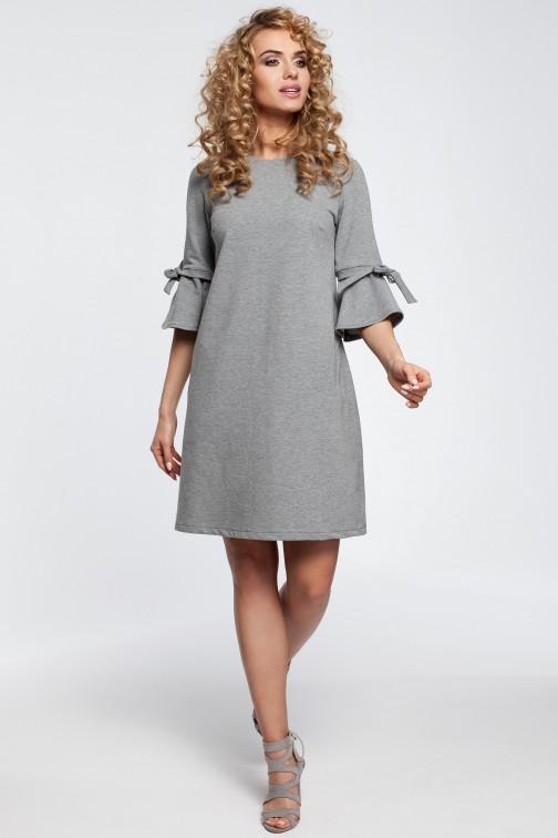 Trapezowa sukienka z falbanami przy rękawach - szara