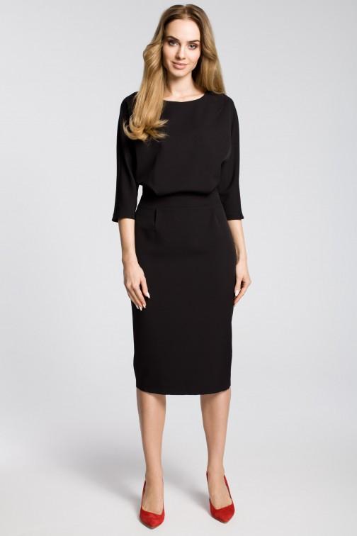 CM3588 Odcinana sukienka w pasie z zakładkami - czarna