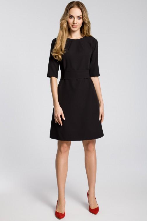 CM3590 Sukienka z zaszewkami przy szyi i paskiem - czarna