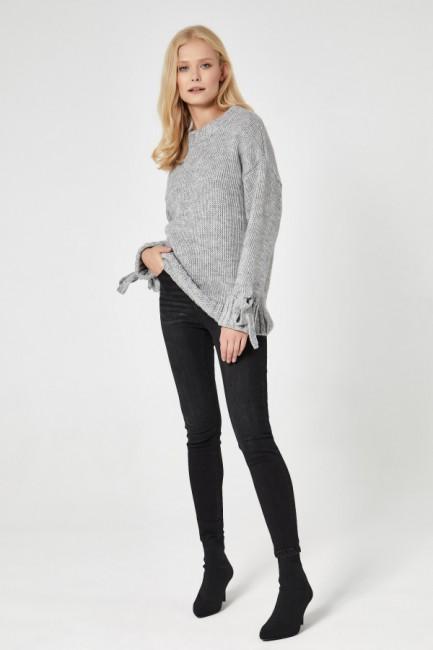 CM4747 Sweter z wiązanymi...
