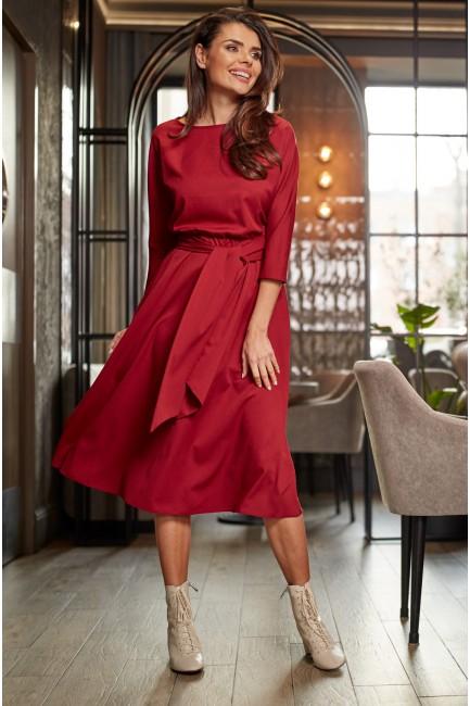 Elegancka sukienka midi z pasem - bordowa