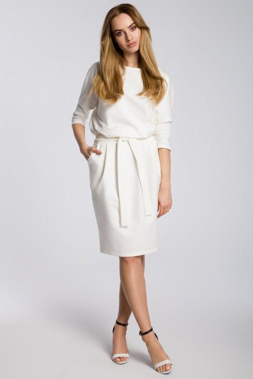 Odcinana w pasie sukienka z paskiem - ecru