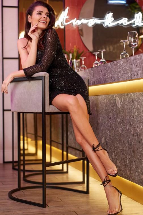 CM5013 Zmysłowa sukienka mini z odkrytym ramieniem - czarna