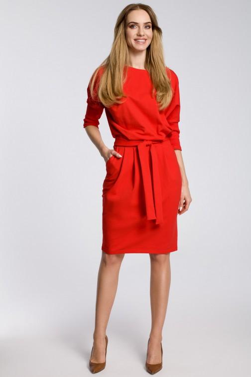 CM3597 Odcinana w pasie sukienka z paskiem - czerwona