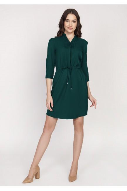 Sukienka z delikatną stójką wiązana w pasie - butelkowa zieleń