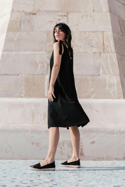 CM5147 Sukienka na wiązanych ramiączkach - czarna