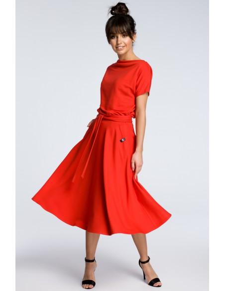 Sukienka midi z rozkloszowanym dołem - czerwona