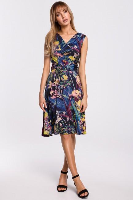 Rozkloszowana sukienka z marszczeniem na biuście - model 1