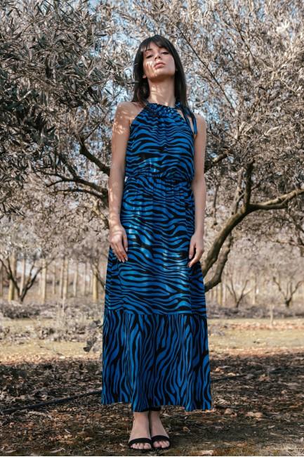 Sukienka maxi z nadrukiem i wiązaniem przy szyi - chabrowa