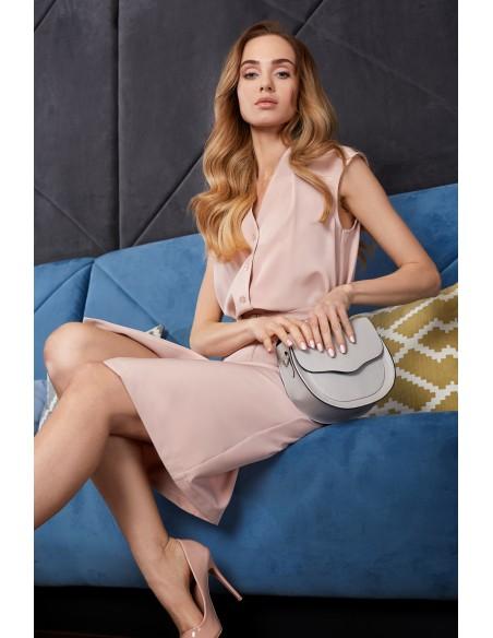 Sukienka szmizjerka bez rękawów - pudrowa