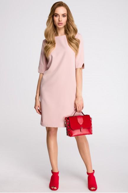 Sukienka pudełkowa z dekoltem w serek z tyłu - pudrowa