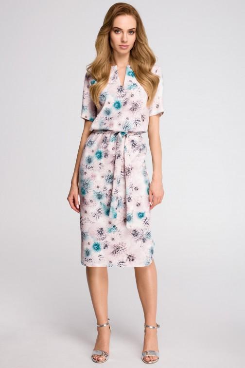 CM3630 Sukienka z paskiem i dołem na półokrągło - model 3