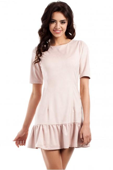 Stylowa sukienka mini z falbanką - pudrowa