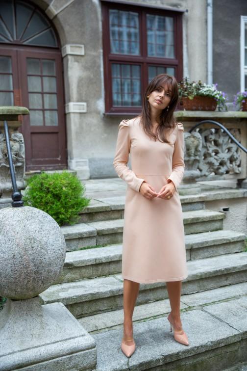CM5396 Trapezowa sukienka z bufkami - beżowa