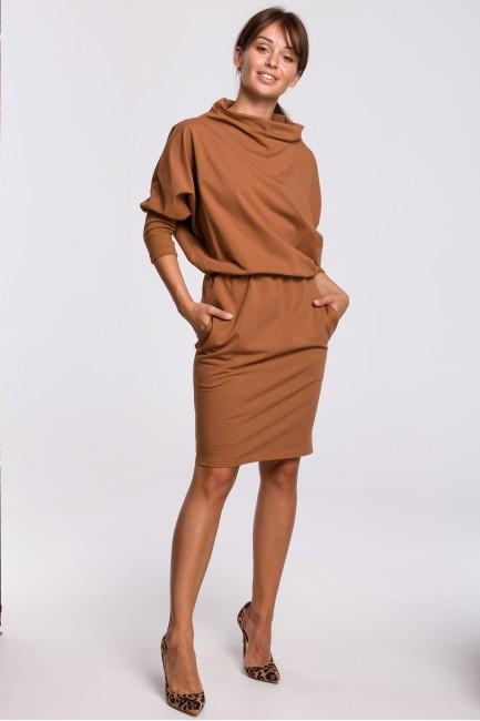 Dopasowana sukienka z kimonowymi rękawami - karmelowa