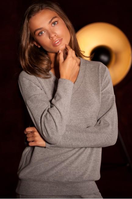 CM5590 Sweterek z dekoltem...