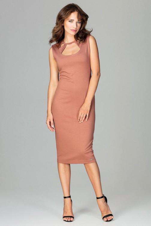 CM3789 Sukienka 7/8 z ozdobnym dekoltem - brązowa