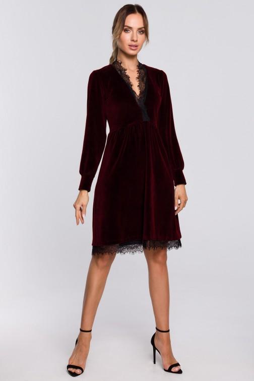 CM5671 Sukienka z weluru z głębokim dekoltem i koronką - bordowa