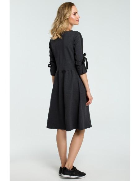 Rozkloszowana sukienka z wiązanymi rękawami - grafitowa