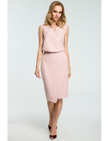 Biurowa sukienka z zakładką - pudrowa