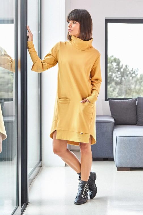 CM3818 Sukienka z golfem i ściągaczem - żółta