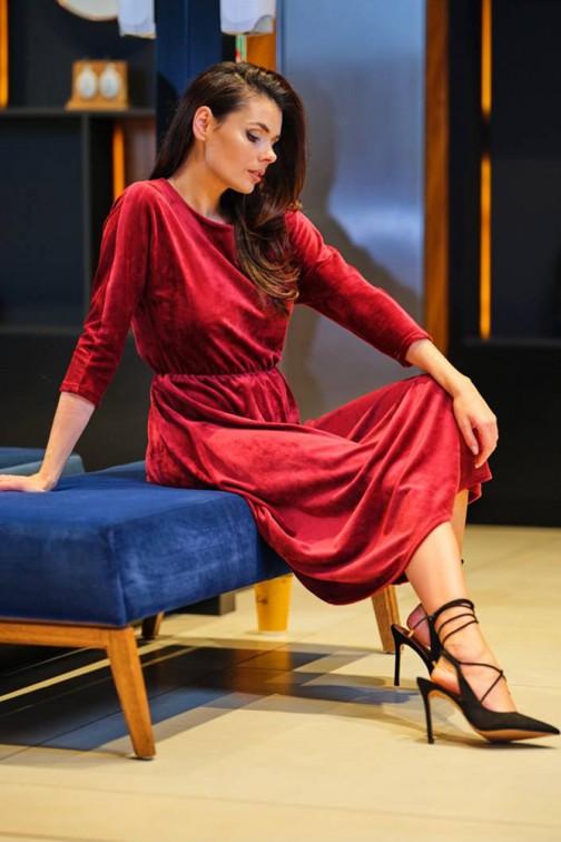 CM5747 Welurowa sukienka midi z rękawem 3/4 - bordowa