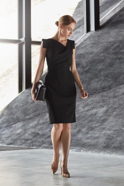 Dopasowana sukienka bez rękawów - czarna