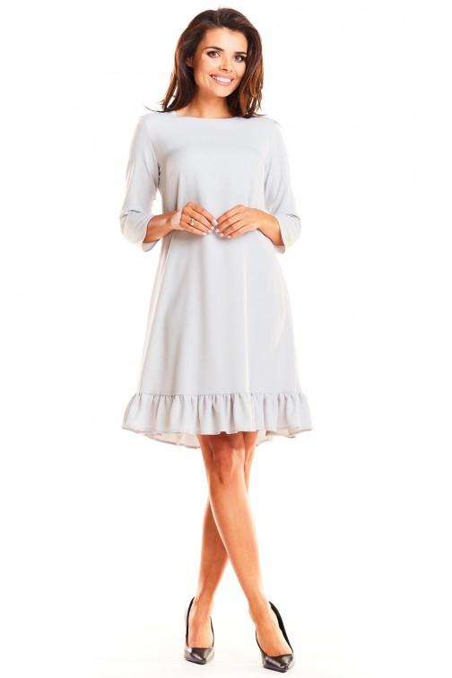 CM3963 Trapezowa sukienka z rękawem 3/4 i falbanką - szara
