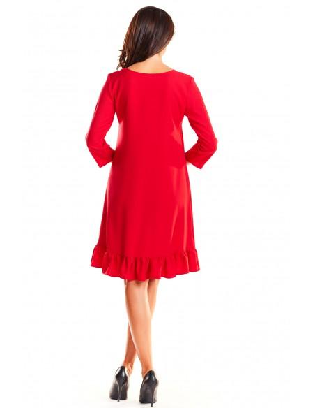 Trapezowa sukienka z rękawem 3/4 i falbanką - czerwona