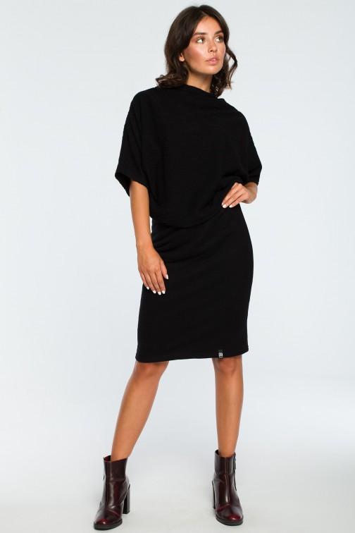 CM3994 Dopasowana sukienka z górą kimono - czarna