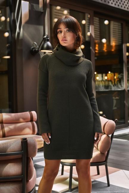 Swetrowa sukienka mini z golfem - khaki