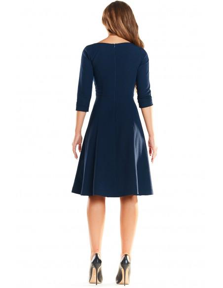 Trapezowa sukienka delikatnie rozkloszowana - granatowa