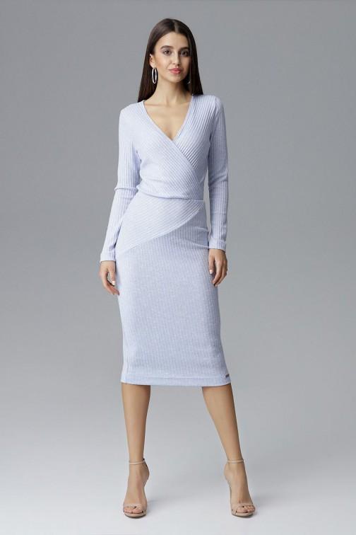 CM4087 Dopasowana sukienka z dekoltem w serek - błękitna