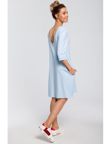 Dresowa sukienka z dekoltem na plecach - błękitna
