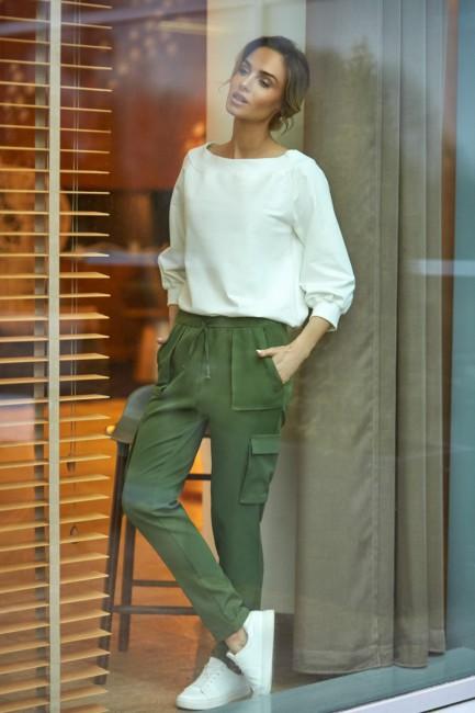 Zwężane spodnie damskie z kieszeniami - zielone