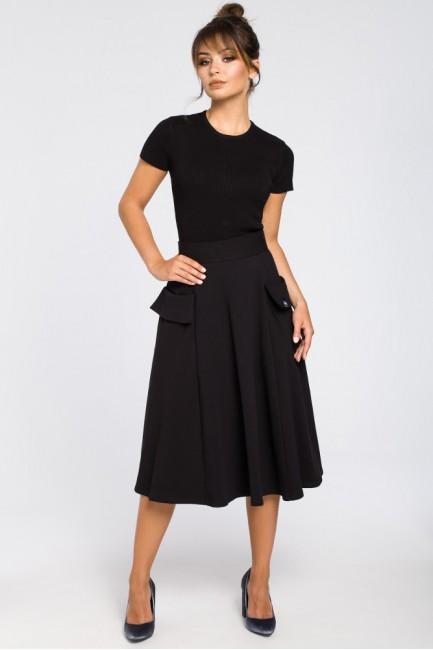 Rozkloszowana spódnica midi z kieszeniami - czarna