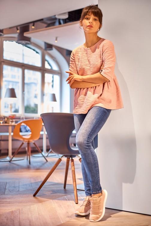 Bluzka z baskinką - pudrowa