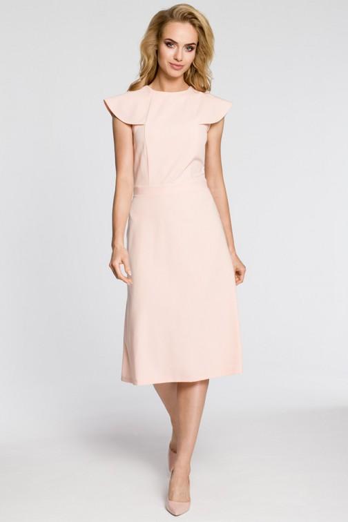 CM3042 Sukienka rozkloszowana z falbankami przy rękawach - pudrowa