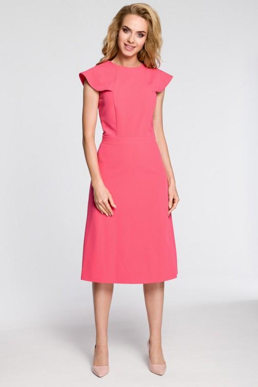 CM3042 Sukienka rozkloszowana z falbankami przy rękawach - różowa